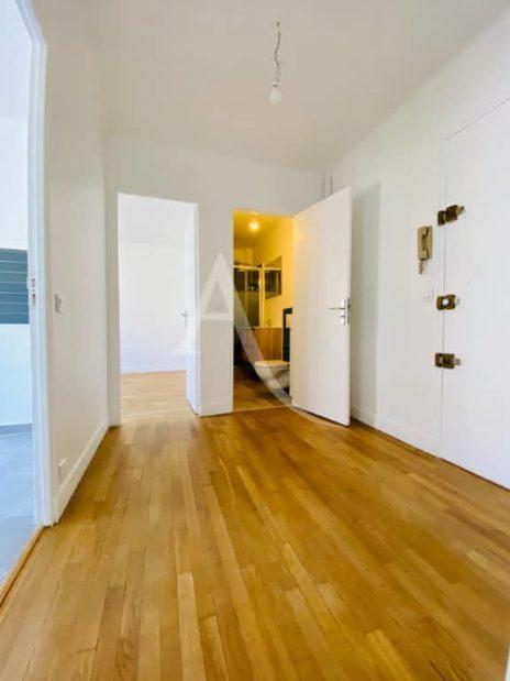l'adresse valerie immobilier: beau 2 pièces 47 m² avec au sol du parquet massif