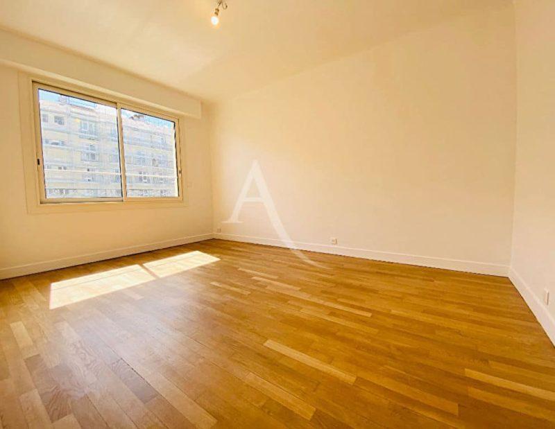 immo charenton le pont:  2 pièces 47 m², séjour, fenêtre avec volet roulant électrique