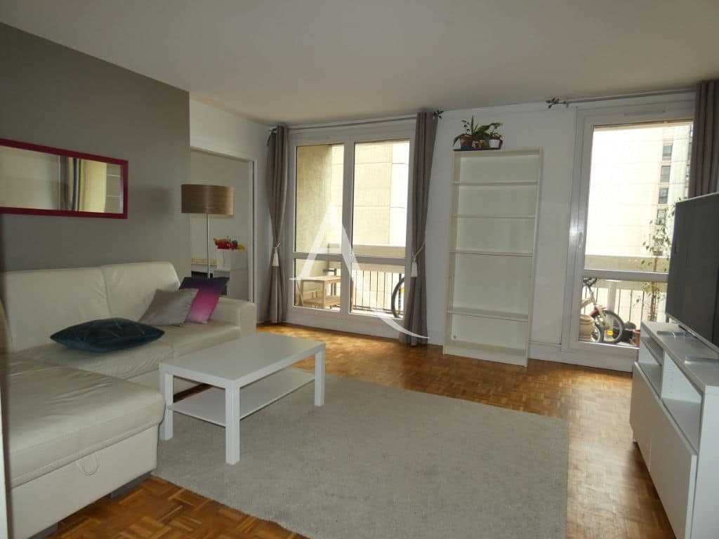 immobilier louer: appartement 4 pièces 88 m² au 7 étage avec ascenseur, grand séjour
