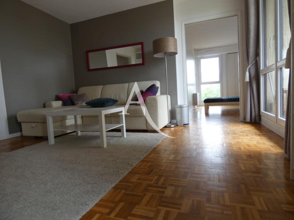 location maison dans le 94: appartement 4 pièces 88 m², une chambre en enfilade avec le séjour
