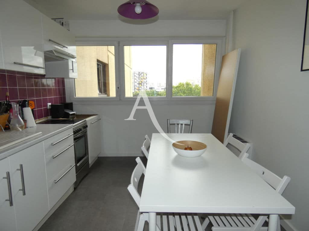 mettre une maison en location par agence: appartement 4 pièces 88 m², cuisine indépendante aménagée et équipée