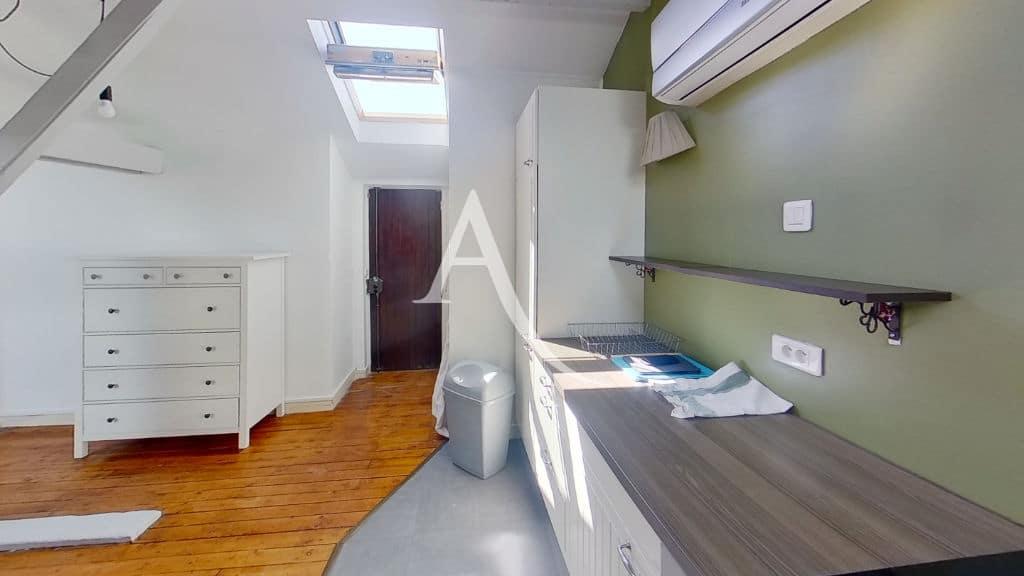 immobilier alfortville: studio 24 m², pièce princpale lumineuse, cuisine aménagée et équipée
