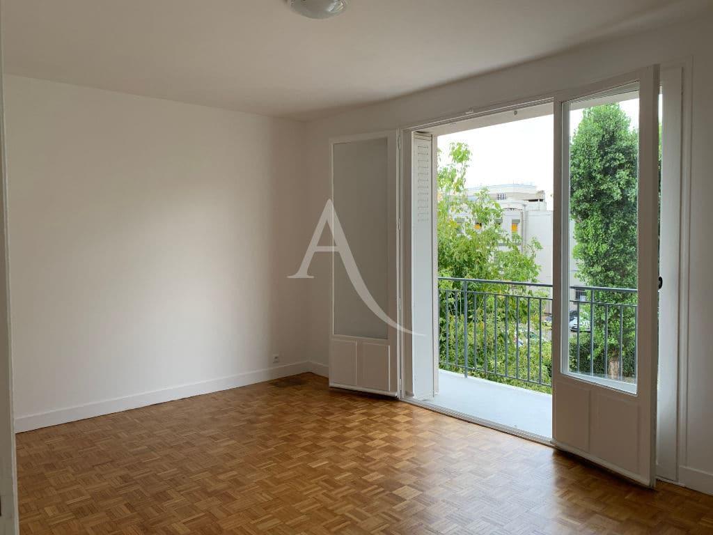agence location immobiliere: maisons-alfort, studio 28 m², pièce à vivre avec balcon - espaces verts