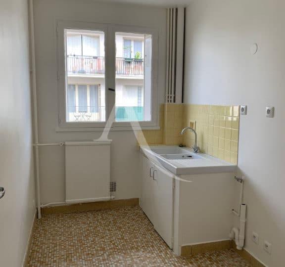 appartement maison alfort: studio 28 m², cuisine refaite, grande fenêtre