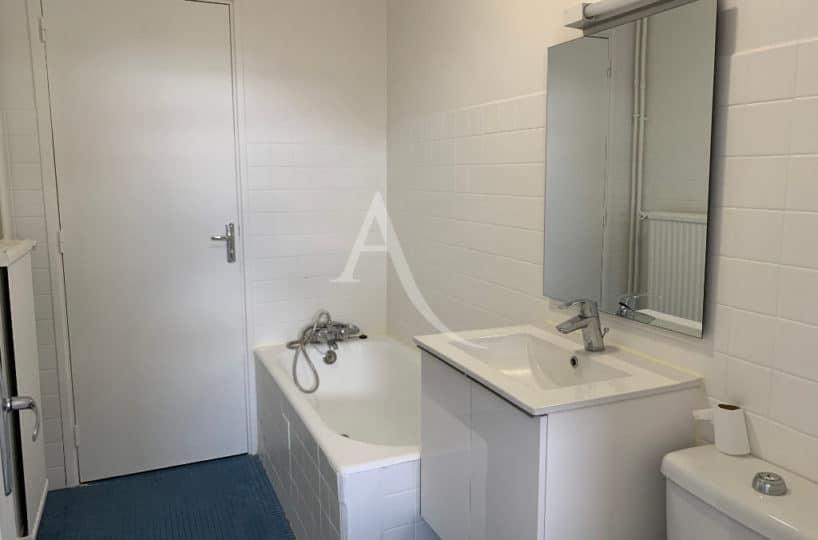 location immobiliere maisons alfort: studio 28 m², salle d'eau  avec baignoire et wc