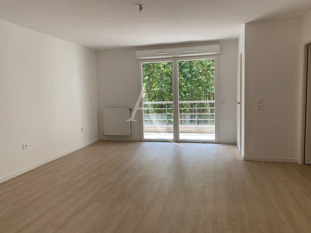 agence immobiliere 94: appartement 3 pièces 69 m², grand séjour lumieux avec balcon