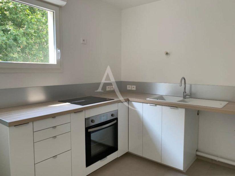 agence immobilière 94: appartement 3 pièces 69 m² à louer, cuisine indépendant aménagée, équipée de plaque et four
