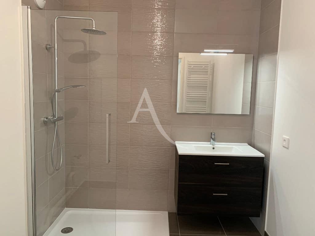 agence location immobiliere: appartement neuf créteil 3 pièces 69 m², salle d'eau avec cabine douche - ref.G577 - Im06