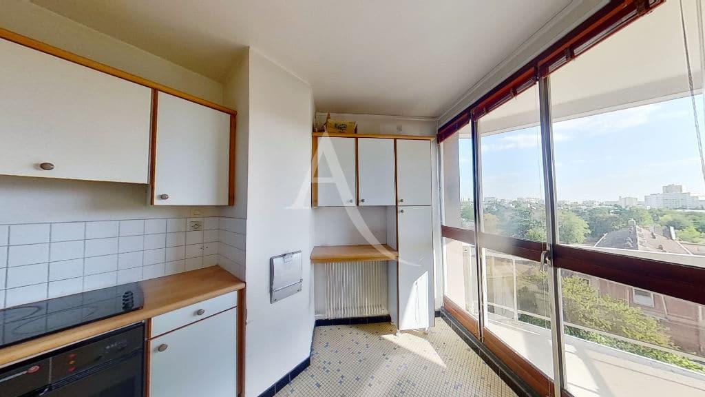 agence immobilière 94, vend appartement 4 pièces 95 m² dernier étage, cuisine équipé indépendante