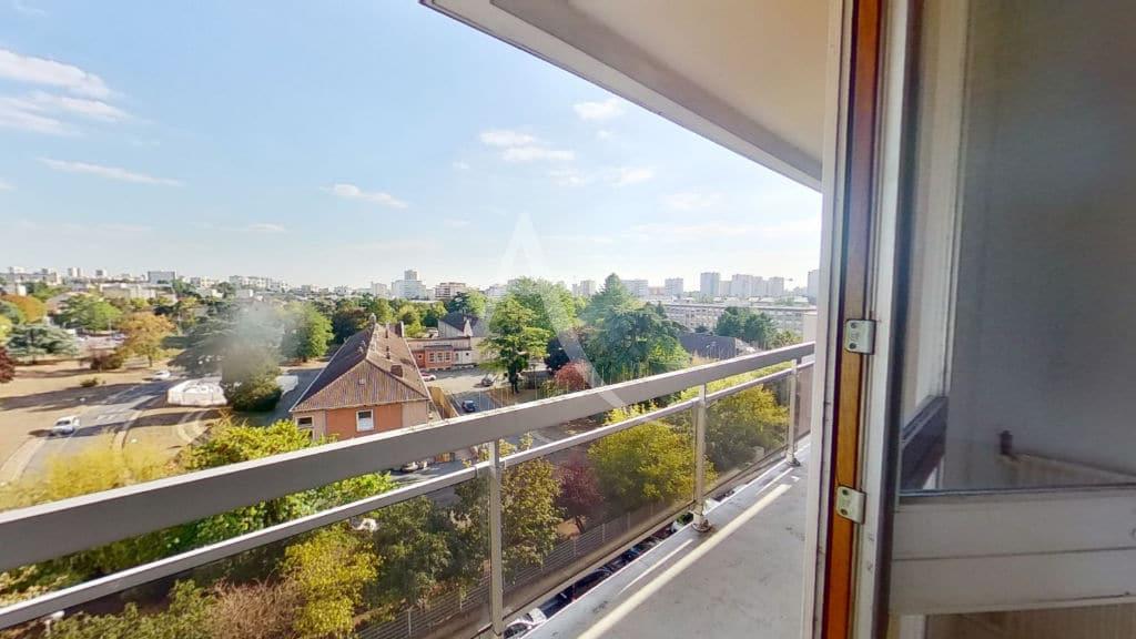 estimation appartement creteil, 4 pièces 95 m² avec balcon vue dégagée au 5e étage, ascenseur