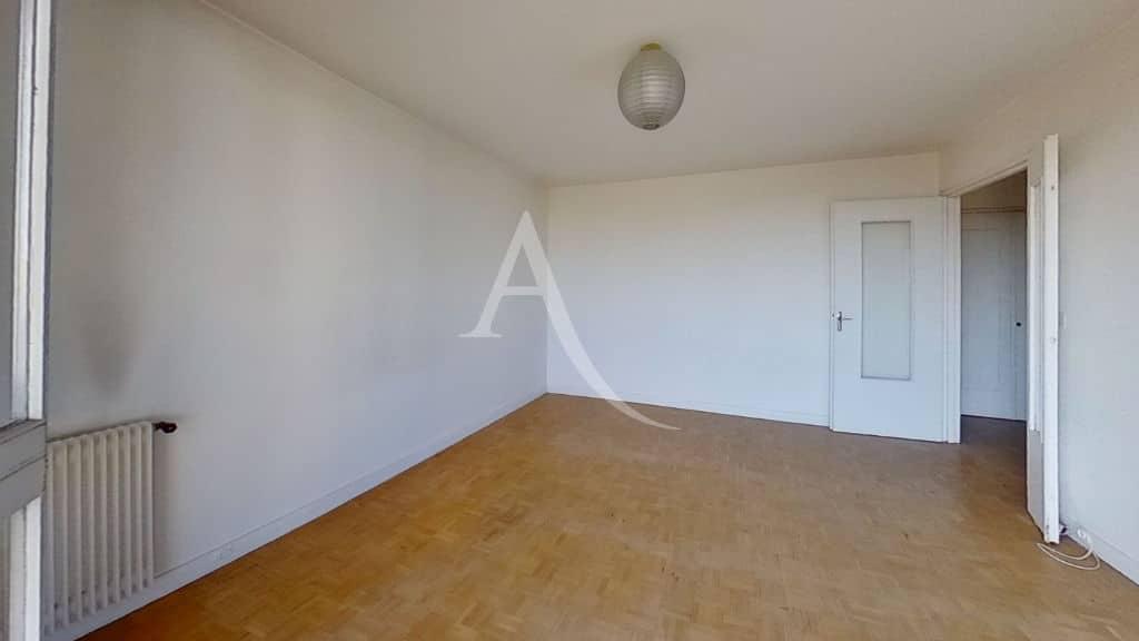 94 immobilier: appartement 4 pièces 95 m², première chambre avec balcon