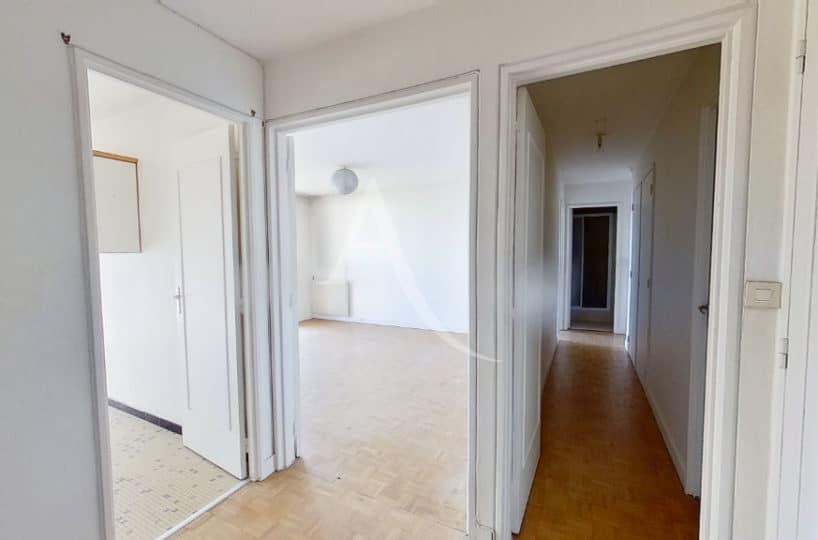 vente direct immo - appartement 4 pièces 95 m² - hall d'entrée et couloir vers les chambres