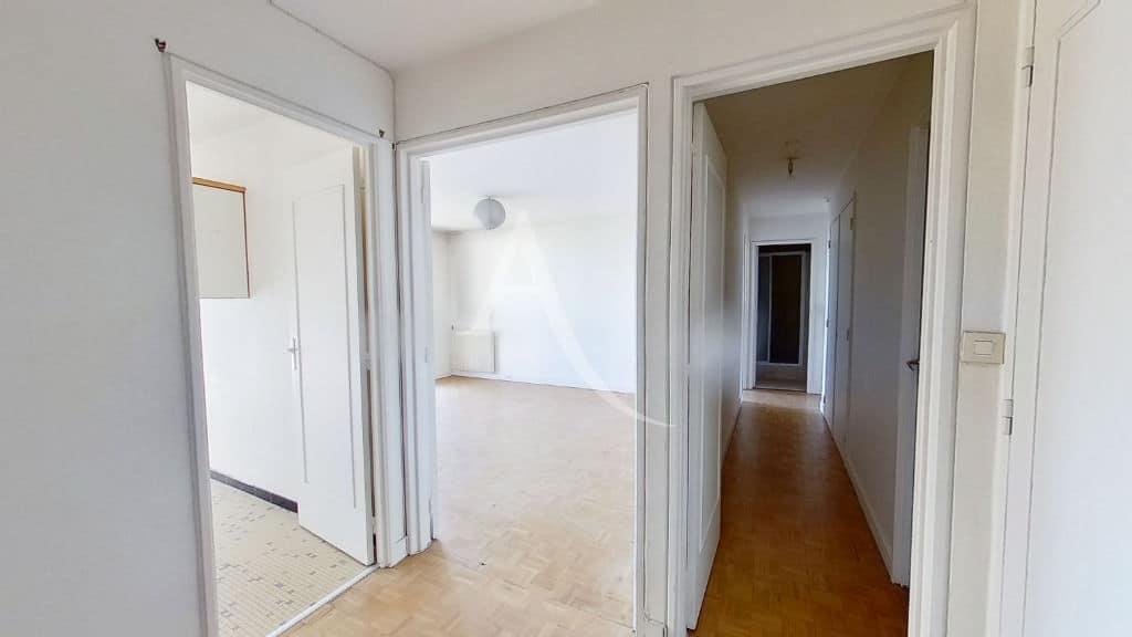 liste agence immobilière 94: appartement 4 pièces 95 m², hall d'entrée et couloir vers les chambres