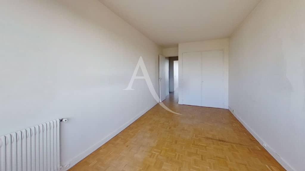 agence immo 94: vente 4 pièces 95 m², seconde chambre avec grand placard intégré