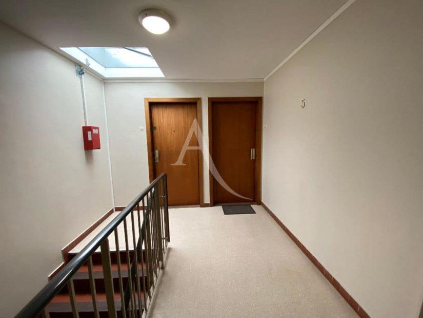 immo valerie - appartement 4 pièces 95 m² à vendre - vue sur le palier au 5e et dernier étage