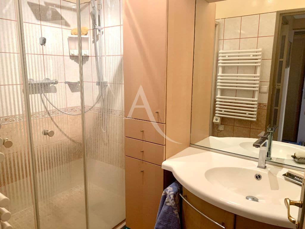 agence immo charenton - vend appartement 4 pièces 84 m², salle d'eau avec douche italienne