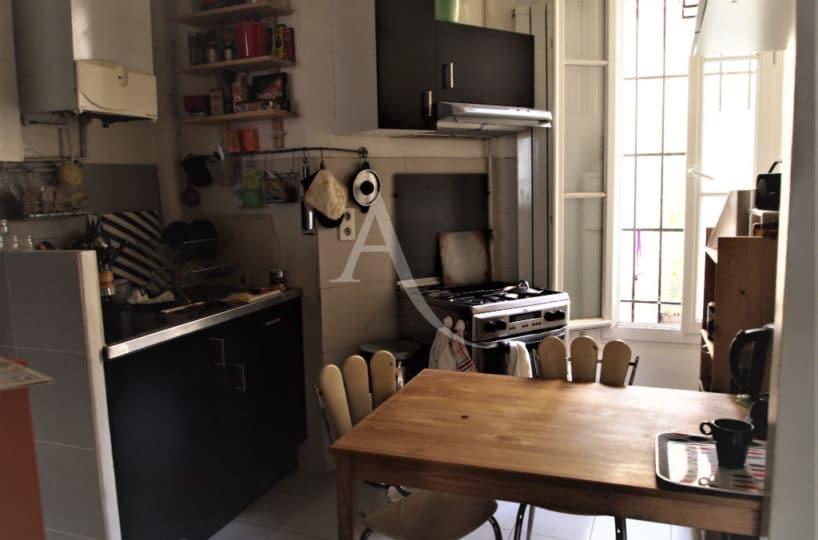 agence d immobilier, vend appartement Paris 20e, 4 pièces 69 m² - Ref.3195, cuisine aménagée avec table repas