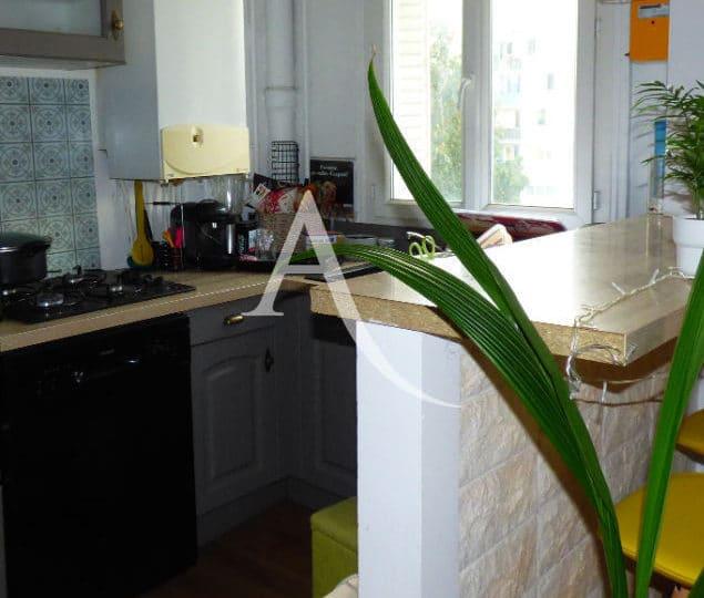 l adresse alfortville: appartement 2 pièces 30 m², cuisine équipée: four, plaques, hotte, four, réfrigérateur, ..