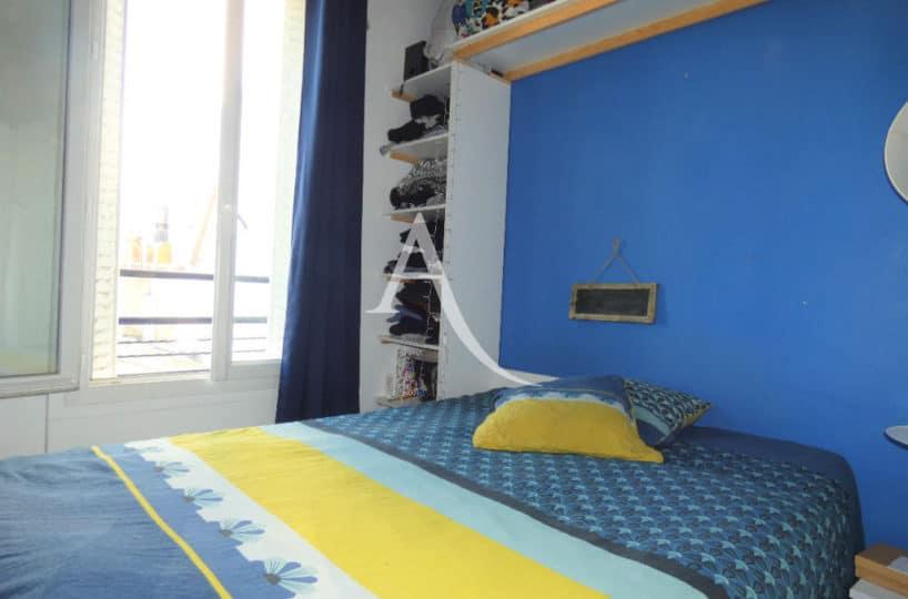 location appartement alfortville: appartement 2 pièces 30 m² meublé, chambre à coucher avec placards