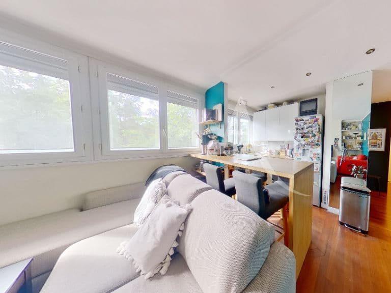 immo saint maurice: appartement 3 pièces 49 m², agréable pièce à vivre de 24 m²