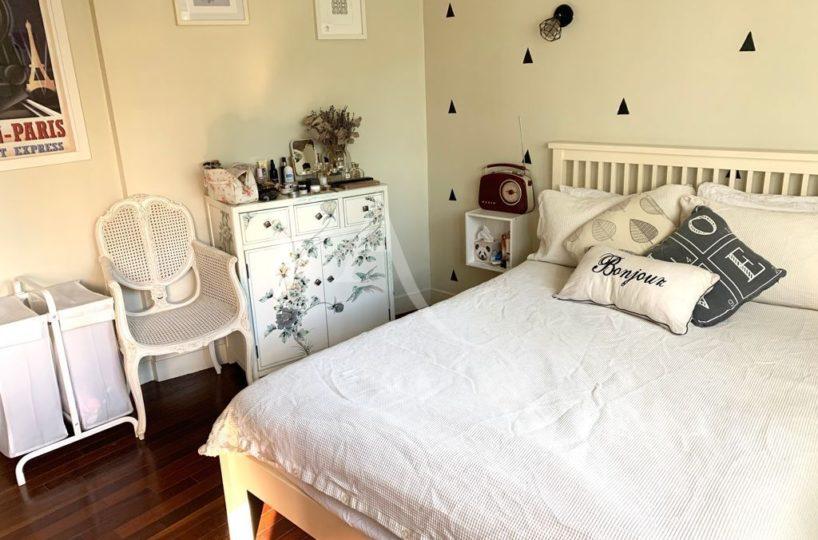 agence immobilière 94: appartement 3 pièces 49 m², première chambre claire