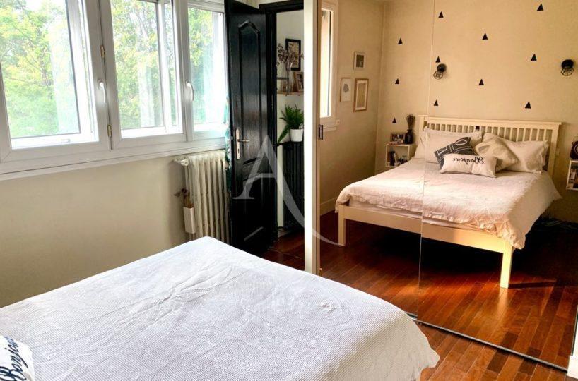 immobilier saint maurice plateau: appartement 3 pièces 49 m², première chambre vue dégagée sur verdure
