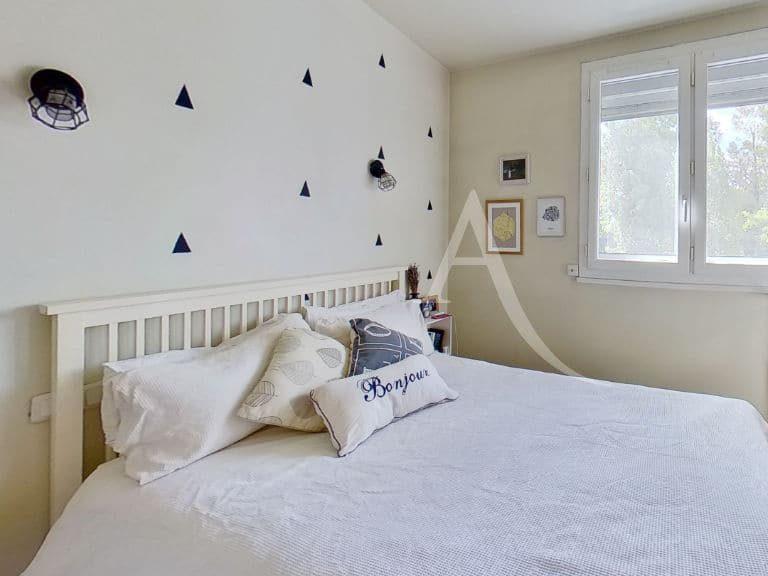point de vente immobilier: appartement 3 pièces 49 m², première chambre lumineuse