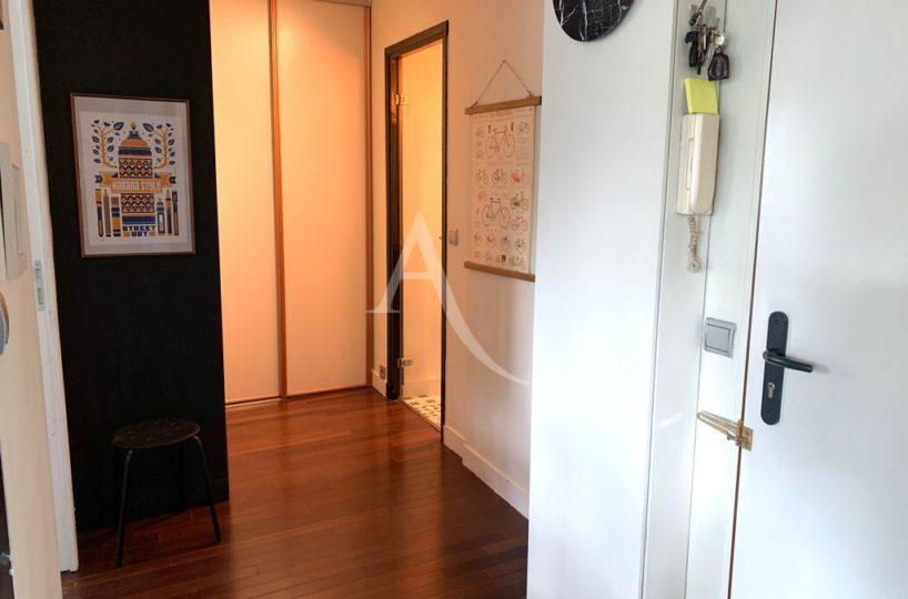 vente appartement saint maurice 94410: appartement 3 pièces 49 m², couloir d'accès aux chambres avec rangements