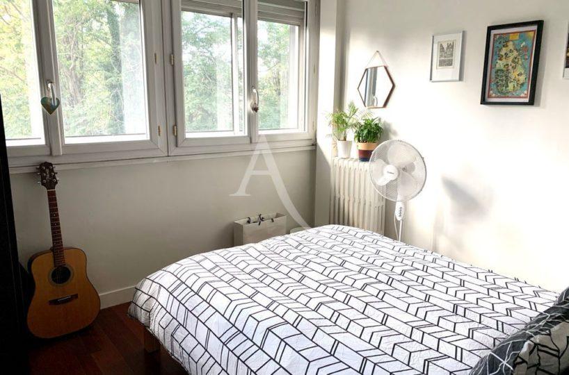 immo valerie: appartement 3 pièces 49 m², seconde chambre avec grandes fenêtres vue dégagée