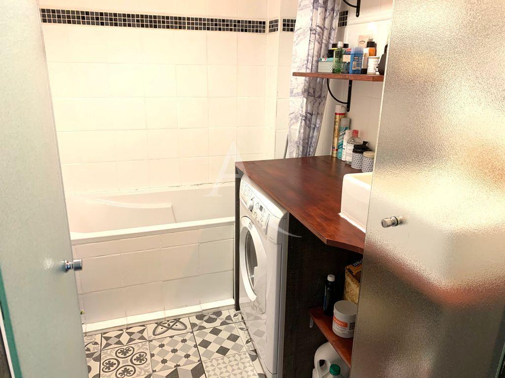 immobilier à vendre: appartement 3 pièces 49 m², salle de bains avec baignoire
