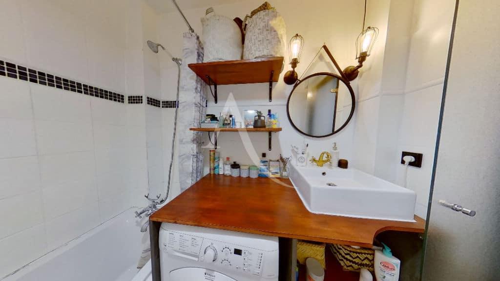 site vente appartement: appartement 3 pièces 49 m², emplacement lave linge ingégré dans la salle de bains