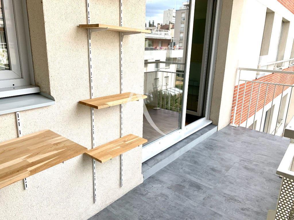 agence immobilière 94- vend appartement ivry-sur-seine 2 pièces 43 m² - aperçu de la loggia 6 m²