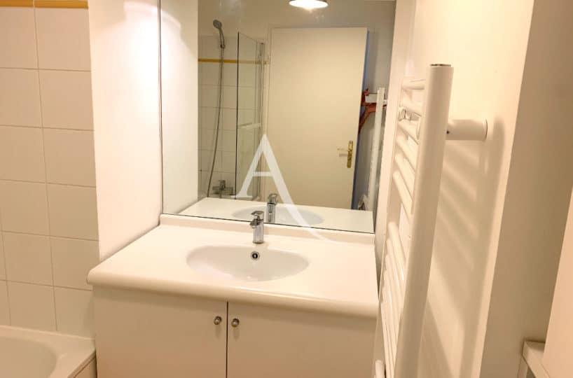l adresse immobilier 94- vend appartement ivry-sur-seine 2 pièces 43 m² - salle de bains claire