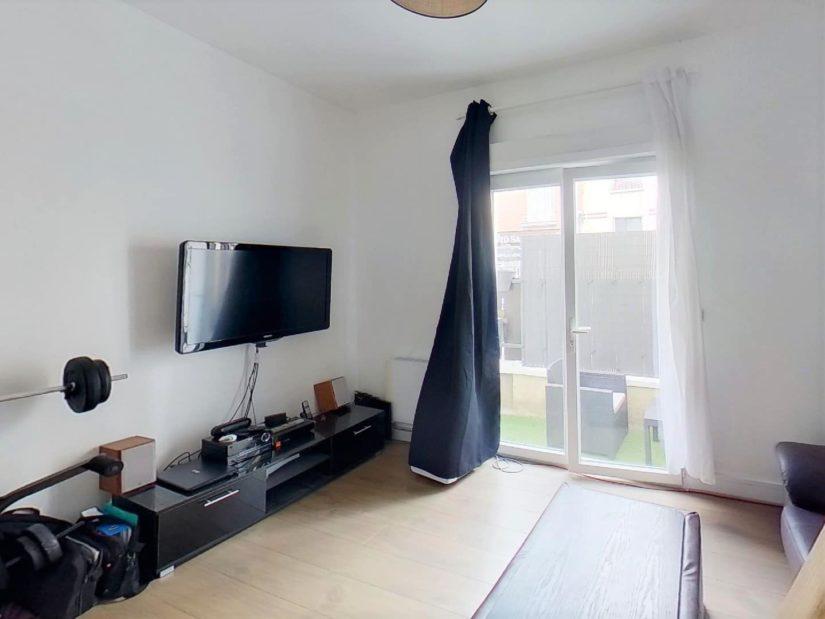agence immo 94: maison 3 pièces 55 m², séjour avec terrasse, plafonnier