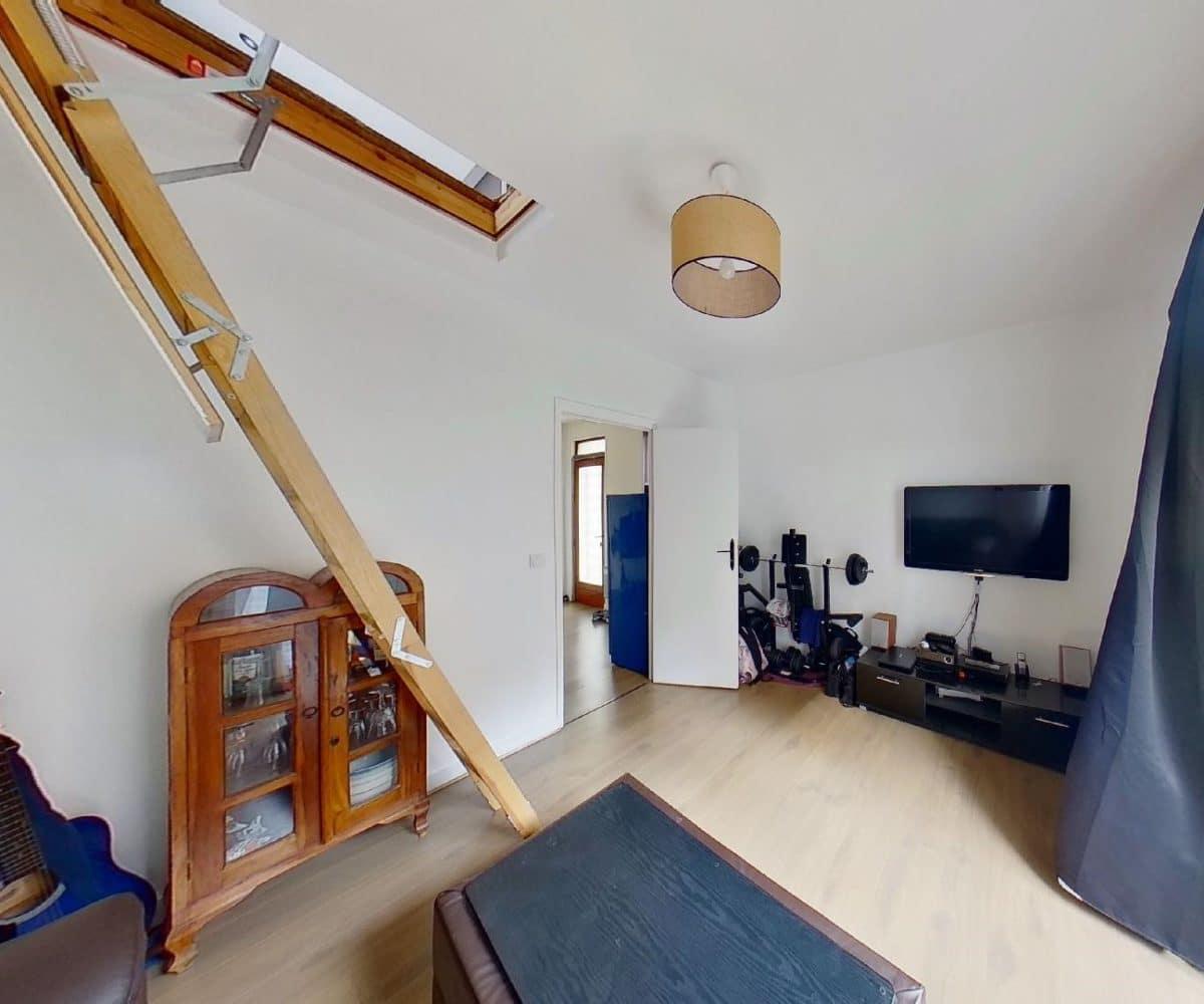 l adresse immobilier 94: maison 3 pièces 55 m², trappe pour accès à l'étage