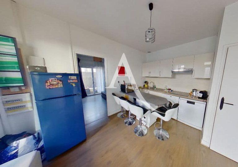 immobilier maison: à st maur des fossés, 3 pièces 40 m², cuisine ouverte avec table pour le repas