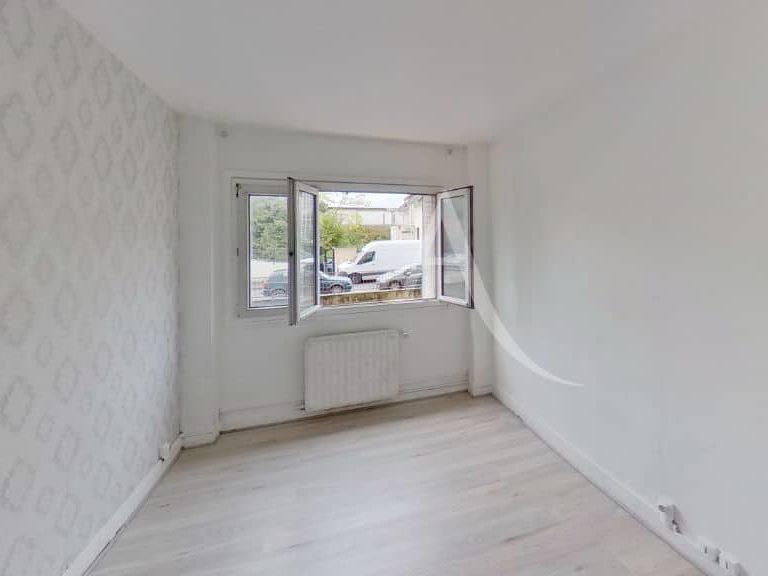 location appartement maisons alfort: appartement 2 pièces 51 m², avec chauffage collectif, la chambre