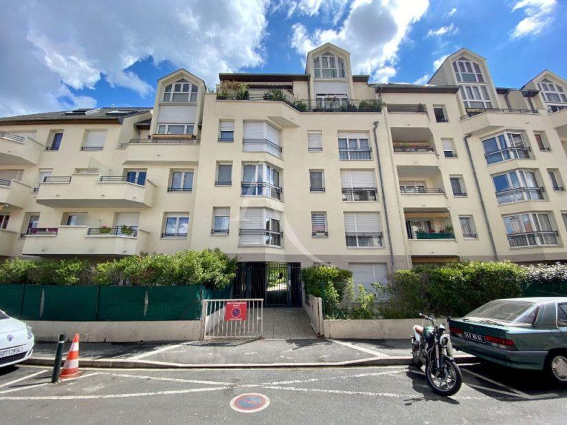 l adresse alfortville: studio 28 m², entrée résidence calme et très bien tenue