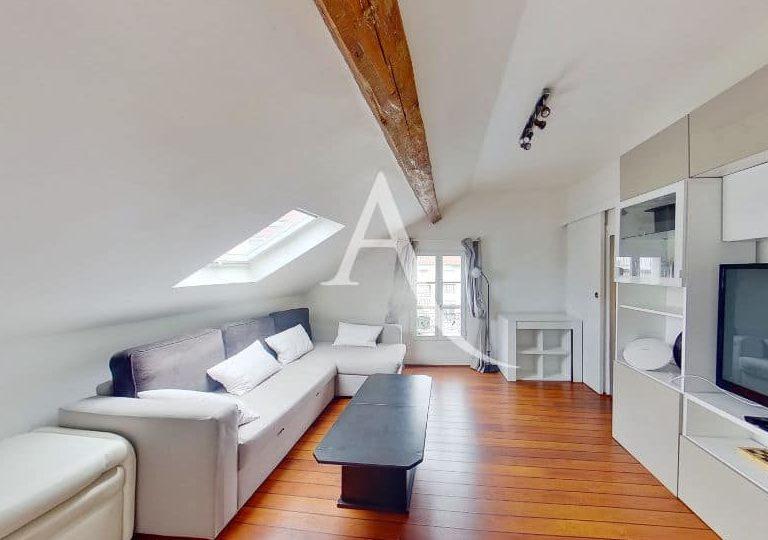vente appartement charenton le pont: appartement mansardé, 2 pièces, belle salle de vie avec poutre apparente