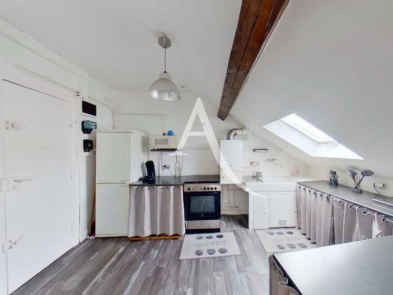 appartement à vendre à charenton le pont: 2 pièces 48 m², cuisine ouverte avec plan de travail, rangements