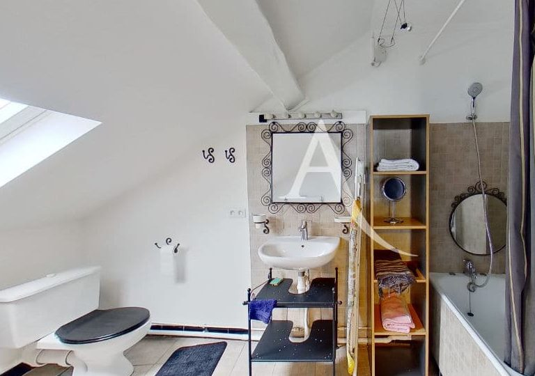 agence de la mairie charenton: appartement 2 pièces 48 m², salle de bain avec baignoire et wc