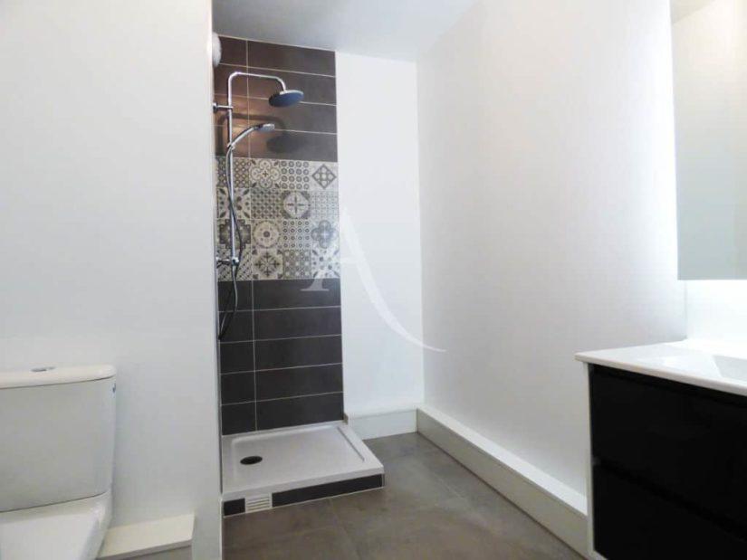 agence immobilière 94: le perreux sur marne, 2 pièces, salle de bain avec douche et wc