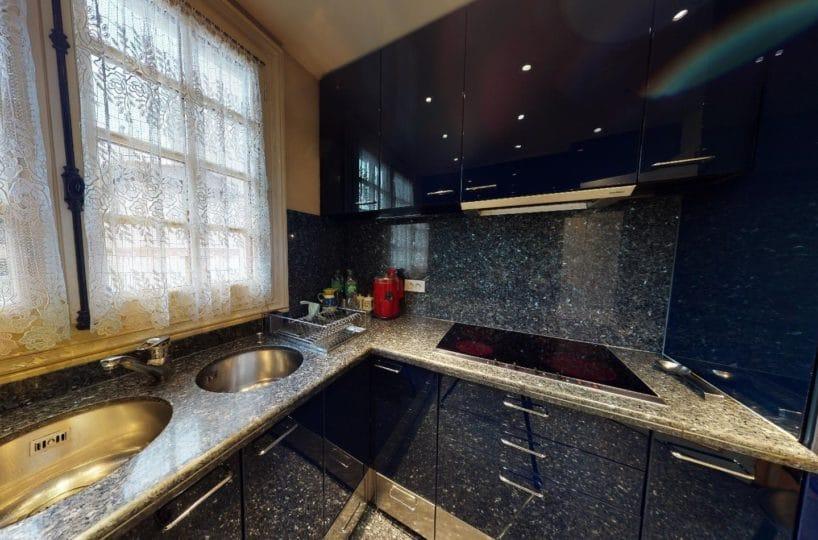 acheter à alfortville: maison 7 pièces 140 m², grande cuisine équipée avec fenêtre sur le jardin
