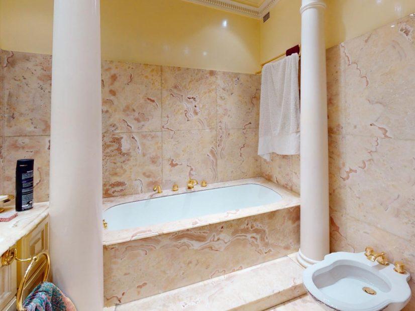 vente maison alfortville: 7 pièces 140 m², somptueuse salle de bain avec marbre et colonnes