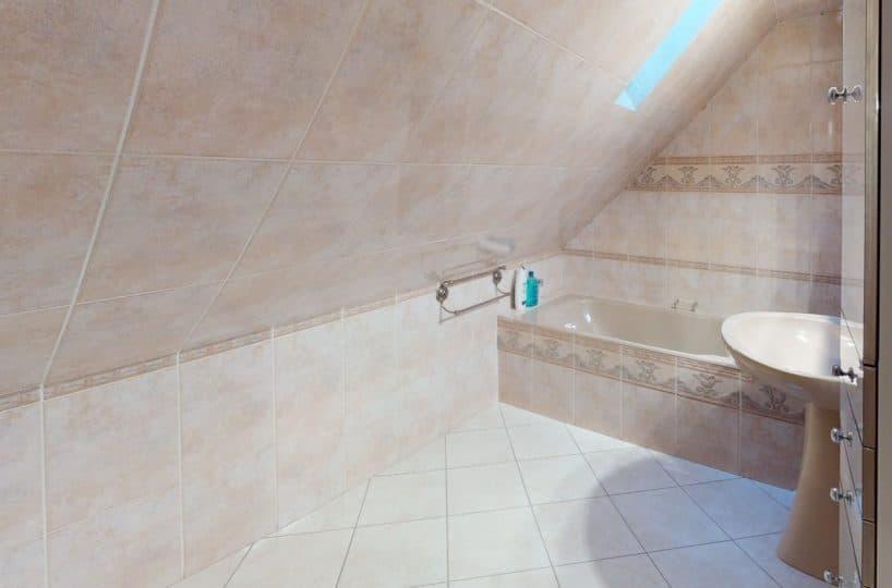 l'adresse alfortville: vente maison 140 m², salle de bain mansardée, baignoire, lavabo