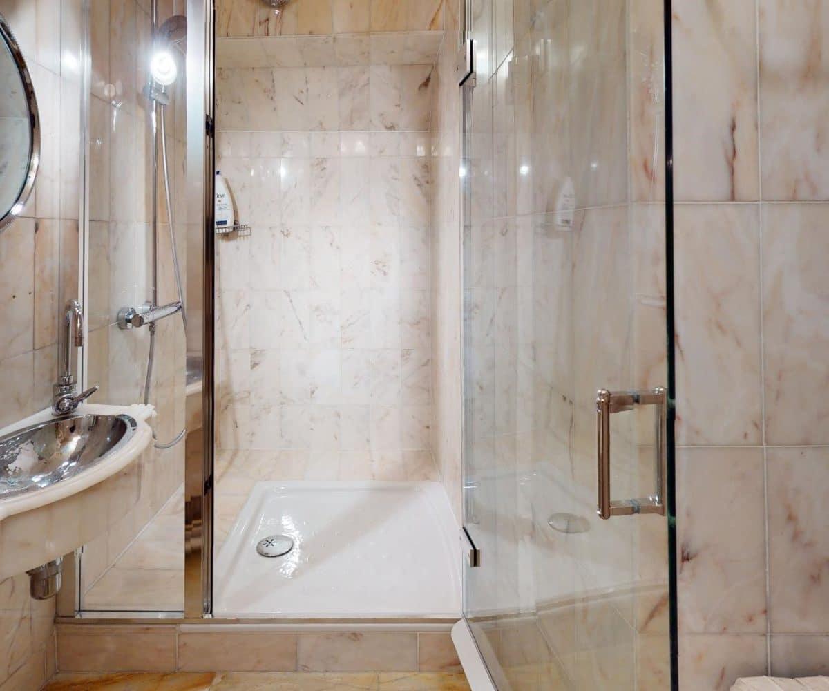 maison a vendre a alfortville: maison de 140 m², salle d'eau marbre clair