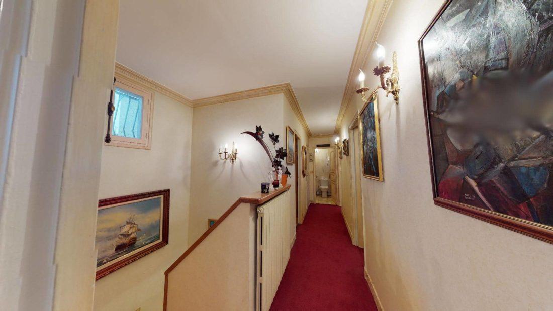 maison alfortville: 7 pièces 140 m², couloir d'accès aux chambres et wc à l'étage