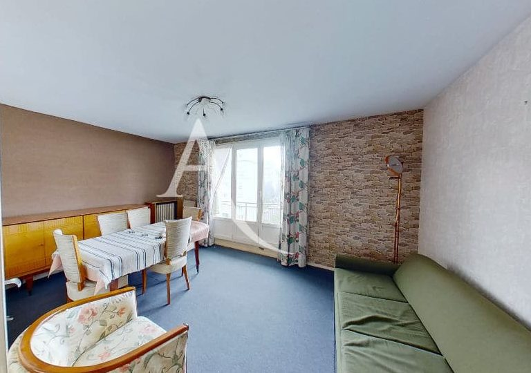 immobilier acheter: appartement 4 pièces 66 m², séjour avec grande porte-fenêtre et balcon