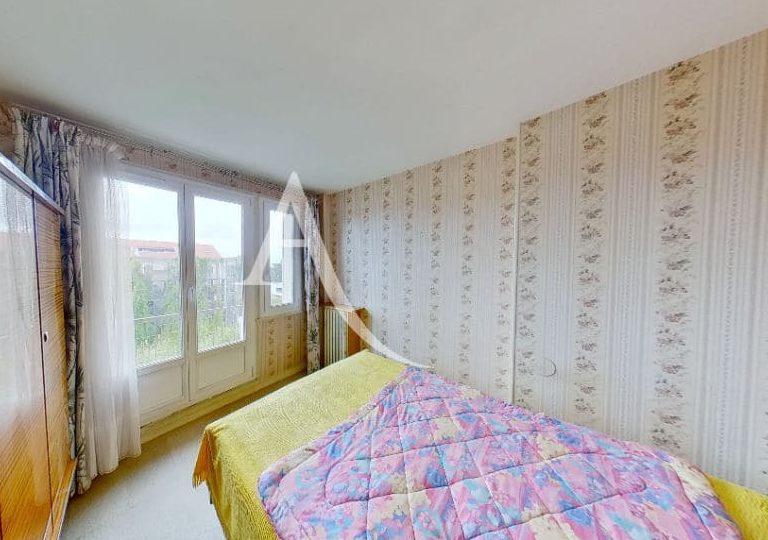agence immobiliere 94: appartement 4 pièces 66 m² à vitry, première chambre avec fenêtre, double vitrage et volets