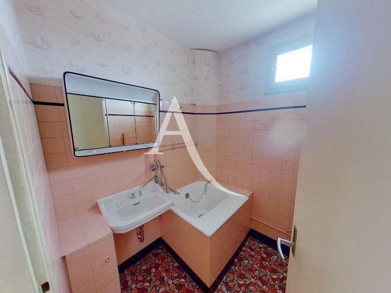 achat vente appartement: vitry sur seine, 4 pièces, salle d'eau carrelage rose, petit rangement
